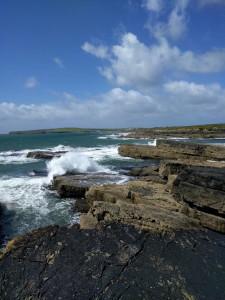 Der stürmische Wind sorgt für hohe Wellen..
