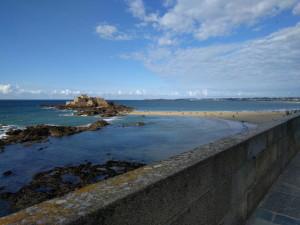 Zwei Bademeister sorgen dafür, dass alle rechtzeitig die Insel verlassen