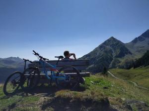 Verdiente Pause kurz vor der Alp Tscharnoz